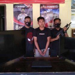 Oknum Satpol PP Terekam CCTV Berbuat Tak Terpuji di Kantor Bupati, Tuh Orangnya