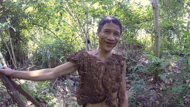 Inilah Tarzan di Dunia Nyata: Hidup Dengan Berburu, Tak Tahu Wanita dan Hubungan Percintaan
