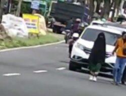 Perempuan Bercadar Bikin Kemacetan Gegara Di-ghosting Pacar di Telaga Sarangan