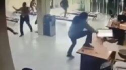 Viral, Video Penyerangan Brutal Kantor Adira Finance oleh Sekelompok Pria Bersenjata, Sekuriti Jadi Korban